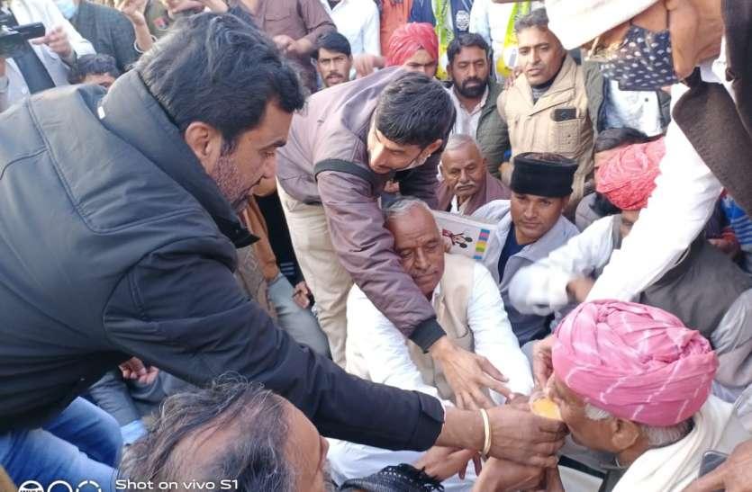 किसान महापंचायत  के  राष्ट्रीय अध्यक्ष रामपाल जाट ने  खत्म किया अनशन