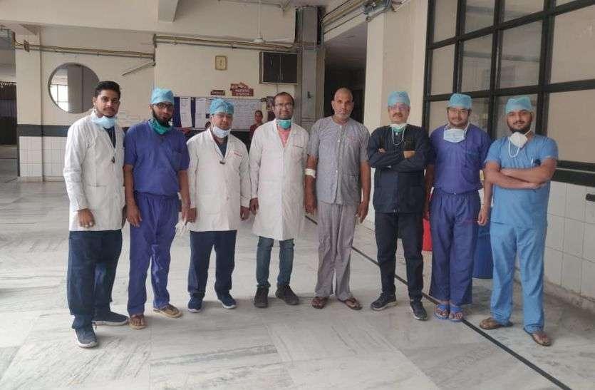 सरमथुरा निवासी न्यूरो चिकित्सक ने किया कमाल, वापस लौटाई आंखों की रोशनी