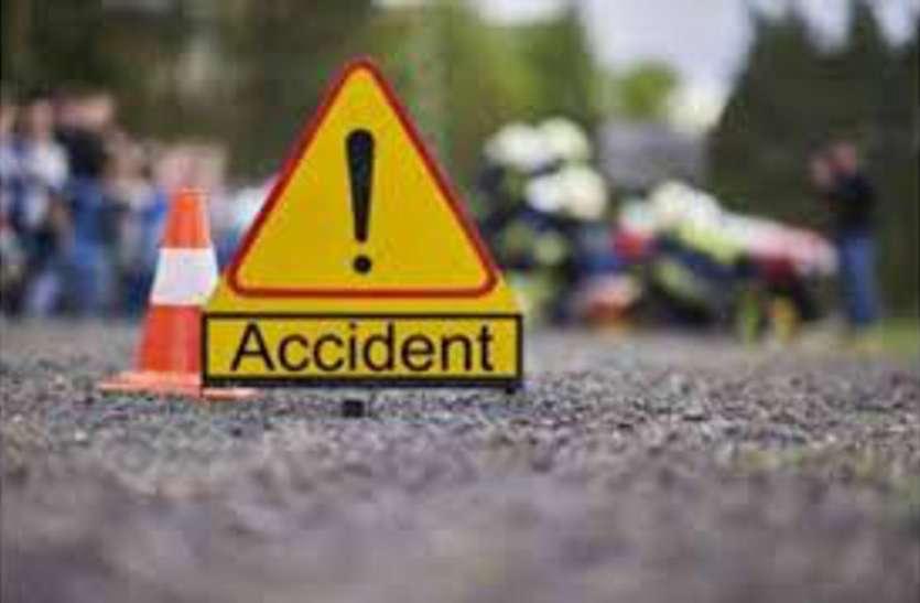 ट्रक की टक्कर से मोटरसाइकिल सवार तीन की मौत