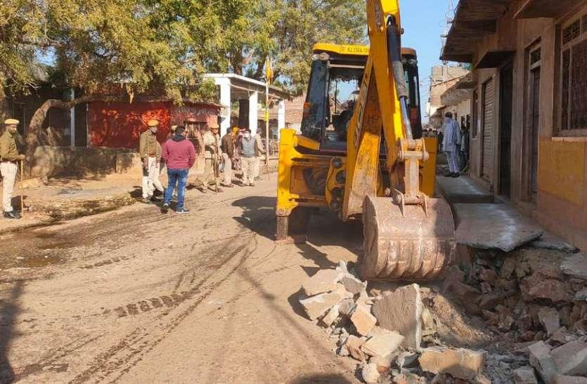 नाराणी गांव में नीमच-छोटीसादड़ी राजमार्ग की भूमि से हटाया अतिक्रमण