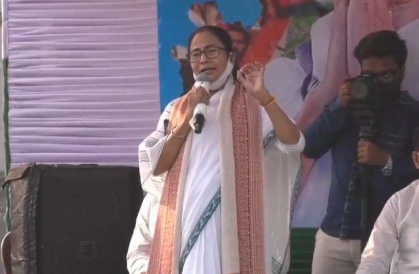 West Bengal: ममता बनर्जी ने दिखाई ताकत, कहा- बाहरी लोग रच रहे हैं षड्यंत्र