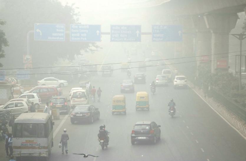 Delhi NCR में शीतलहर का कहर जारी, बूंदाबांदी के बीच विजिबिलिटी में सुधार