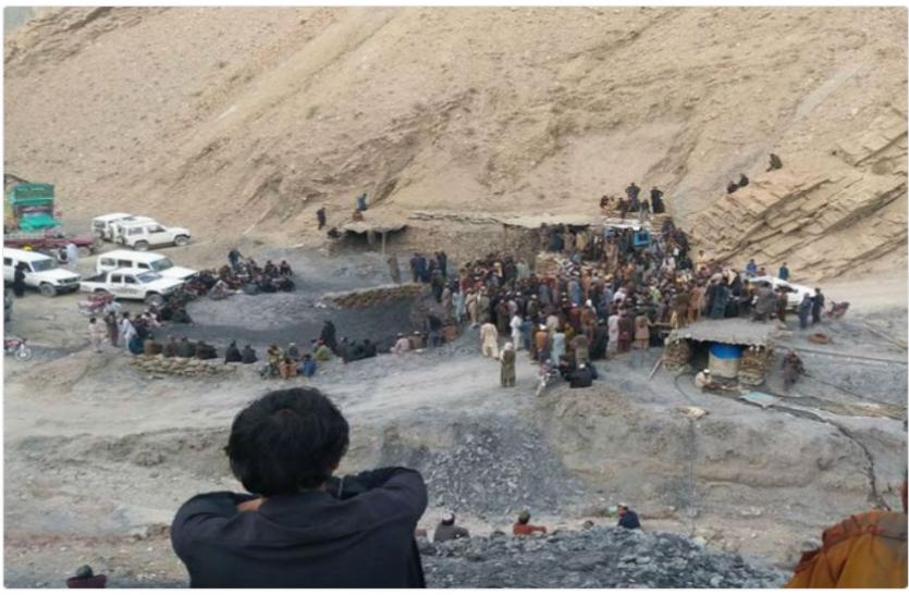 Pakistan: बलूचिस्तान में 11 कोयला खनिकों की गोली मारकर हत्या, इमरान खान ने बताया आतंकी हमला