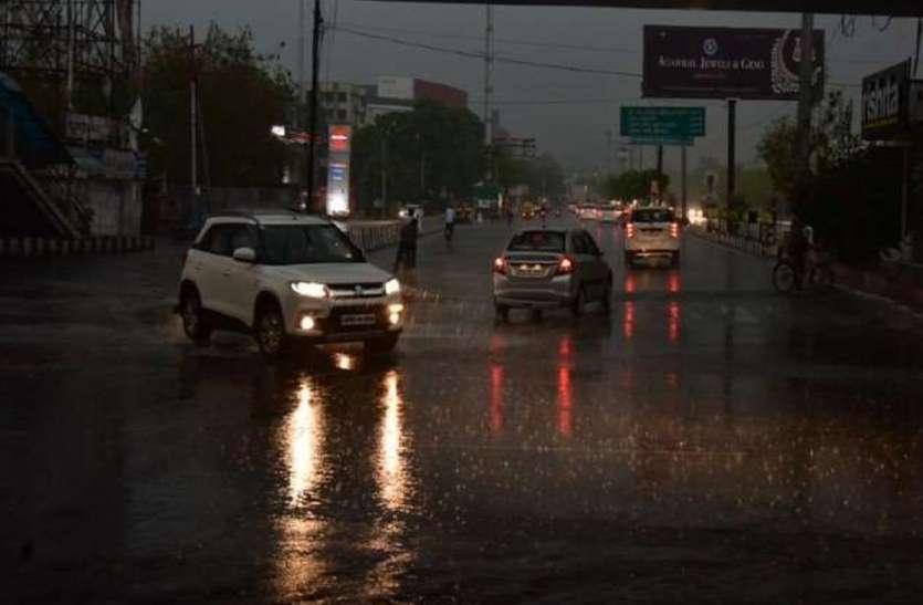 UP Top News : यूपी में शीतलहर का प्रकोप जारी, दो दिन और बारिश के आसार, 24 घंटे में 10 की मौत