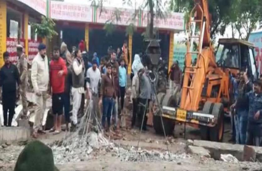 Uttar Pradesh : मुरादनगर श्मशान में छत गिरा, मलबे में दबकर 5 की मौत