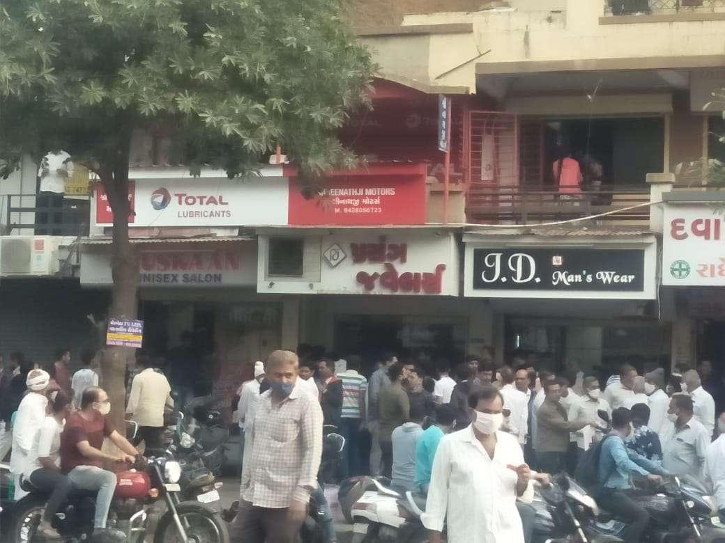 attack : दुकान से जाने के लिए कहा तो भडक़ गए युवक, फिर हुआ कुछ ऐसा