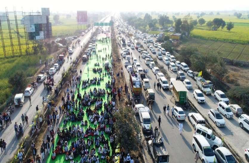 शाहजहांपुर बॉर्डर: एक माह पूर्व शुरू हुआ 50 किसानों का कारवां 30 हजार के पार पहुंचा, हाइवे पर जारी है आंदोलन