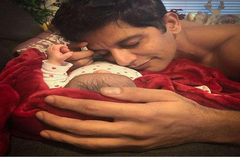 बेटी संग फोटो शेयर करते हुए Karanvir Bohra ने लिखी दिल की बात, पत्नी ने कमेंट कर खींचा सबका ध्यान