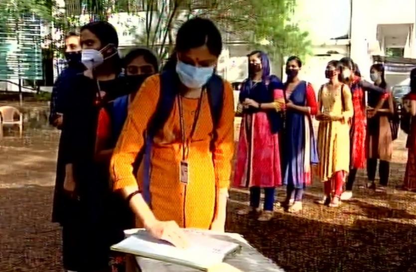 Covid-19 : बिहार में खुले स्कूल तो केरल के कॉलेजों में आज से पढ़ाई शुरू