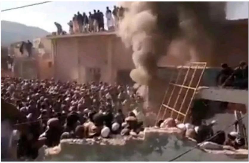 Pakistan: मंदिर तोड़ने के मामले में सुप्रीम कोर्ट का सख्त आदेश, दो सप्ताह में निर्माण कराए सरकार