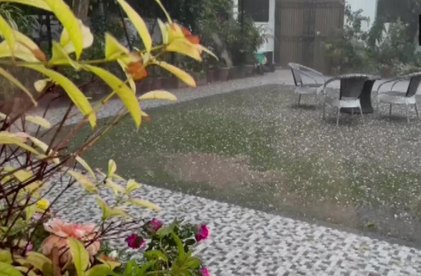 दिल्ली में ओलावृष्टि तो जम्मू-कश्मीर में बर्फ का तूफान आने की चेतावनी