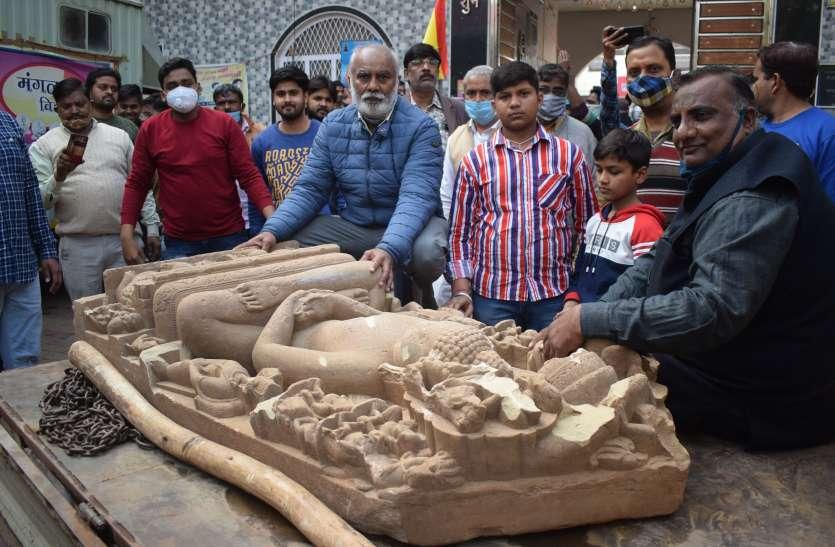 खुदाई में मिली भगवान आदिनाथ की प्राचीन प्रतिमा जैन समाज को सुपुर्द