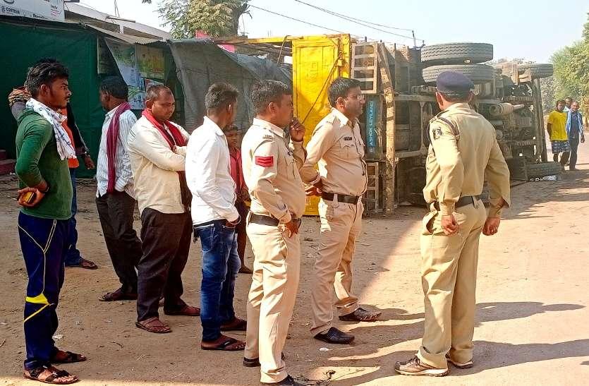 बालोद: तेज रफ्तार डंपर की बाइक सेभिड़ंत, तीन की मौके पर मौत, दो घायल, ग्रामीणों ने किया चक्काजाम