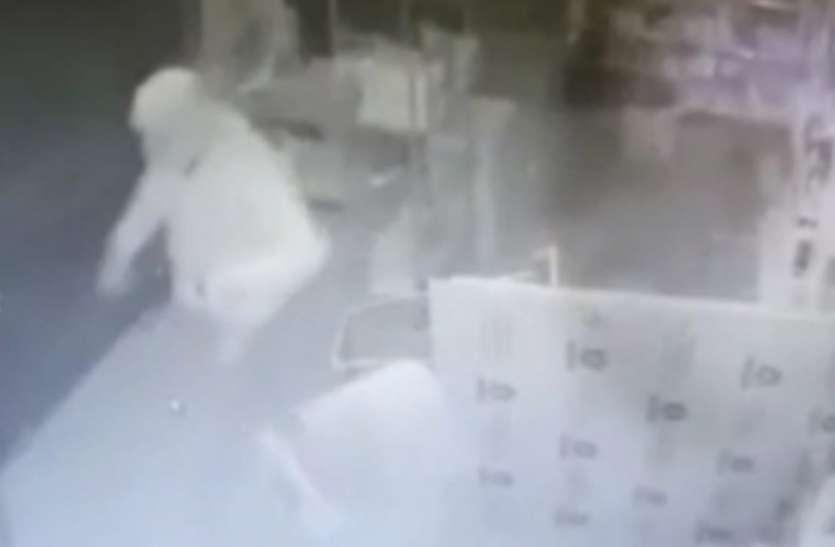 कानपुर में कोरोना पीपीटी किट बना चोरों का हथियार, पहन दिया चोरी की घटना को अंजाम