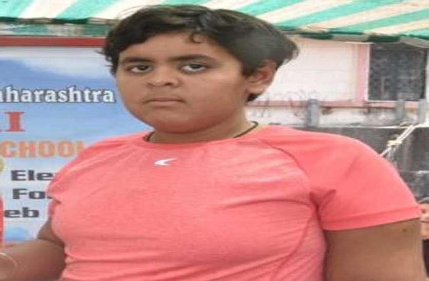 अपना ही रिकार्ड तोड़ तैराकी में आजमगढ़ की दिव्यांग बेटी ने रचा नया इतिहास