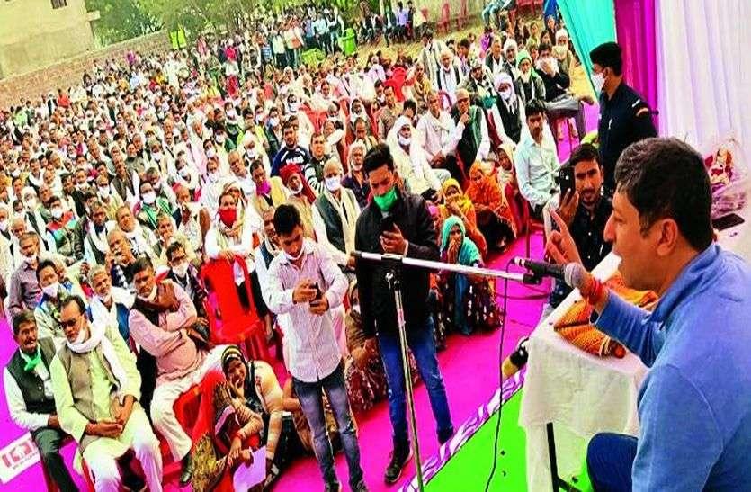 गरीबों के साथ छलावा कर रही केंद्र सरकार-बोहरा