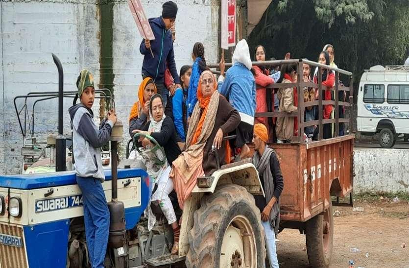 कृषि कानून के खिलाफ किसानों ने निकाली ट्रैक्टर रैली, फूलबाग पर किया प्रदर्शन