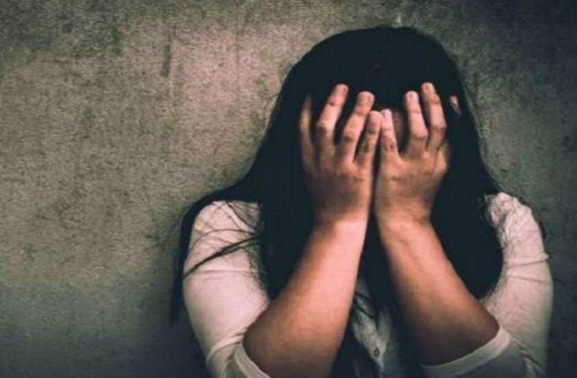मंदिर के पास महिला से बलात्कार करने के आरोप में दो युवक गिरफ्तार