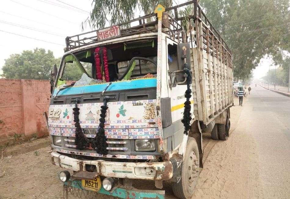 गाड़ी आगे लगाकर ट्रक रोका, चालक व परिचालक को बंधक बनाकर 20 लाख रुपए लूटे