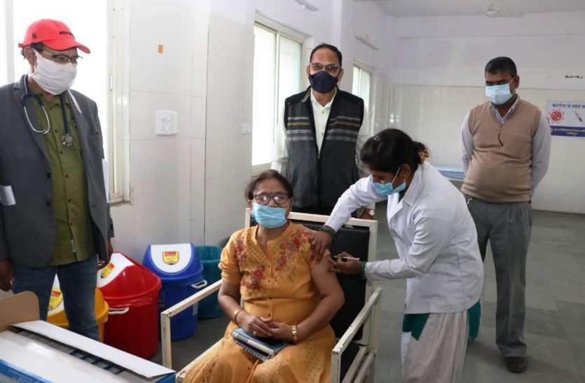 3 केन्द्रों पर 103 स्वास्थ्य कर्मियों के वैक्सीनेशन का किया गया रिहर्सल