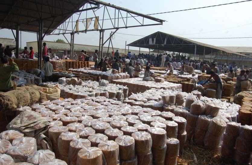 गुड़ की मीठी सुगंध से महके भोपाल और इंदौर के हाट बाजार