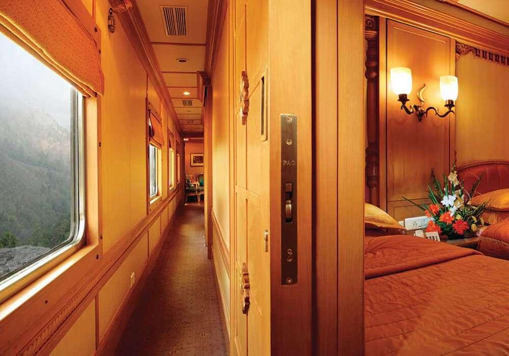 आईआरसीटीसी दे रहा शानदार मौका, फाइव स्टार होटल जैसी लग्जरी ट्रेन में करें सफर, मिलेगी जिम, स्पा जैसी कई सुविधाएं, वापसी में यह यात्रा फ्री