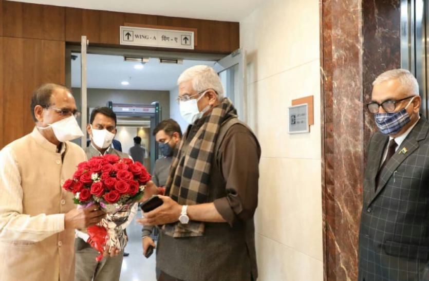 केन्द्रीय मंत्री गजेन्द्र सिंह शेखावत पहुंचे भोपाल, एमपी-यूपी में पानी बंटवारे को लेकर करेंगे बैठक