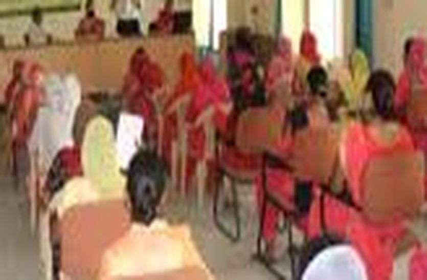 women Training - महिलाओं को दिया आत्मनिर्भर बनाने का प्रशिक्षण