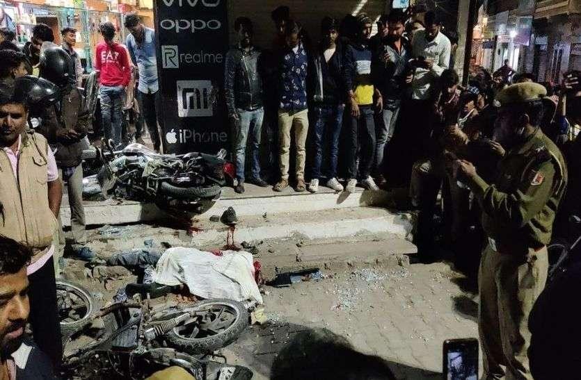 दर्दनाक हादसा : पिकअप की टक्कर से सलून के कांच तोड़ दुकान में घुसी बाइक, युवक की मौत
