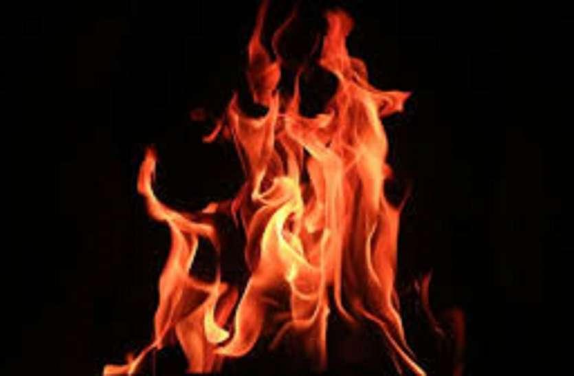 वॉटगंज में सरे राह जल कर महिला की मौत