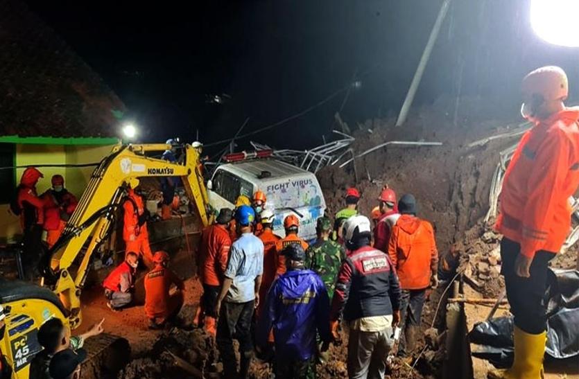 इंडोनेशिया में भूस्खलन से 11 लोगों की मौत, 14 लापता और 17 घायल हुए