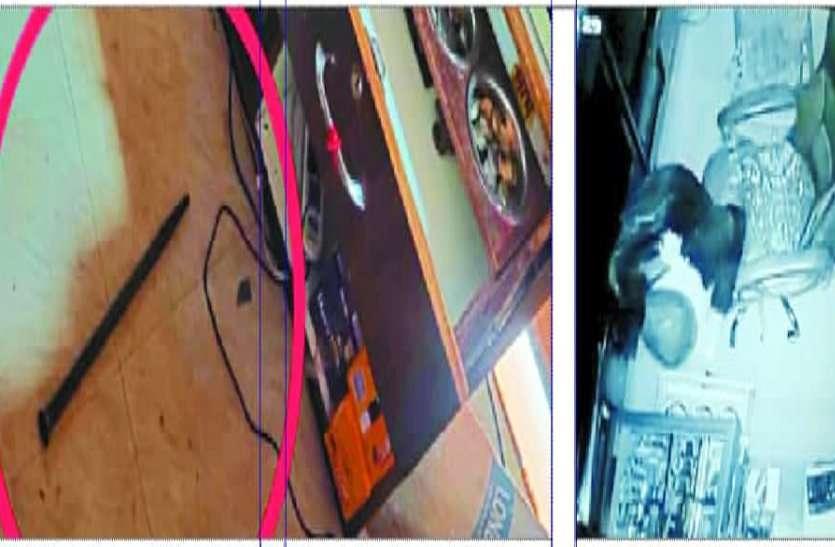 लोहे की सरिया से दुकान का ताला तोड़कर चोरों ने गल्ले से पार कर दिए हजारों रुपए, सीसीटीवी में कैद हुई पूरी घटना