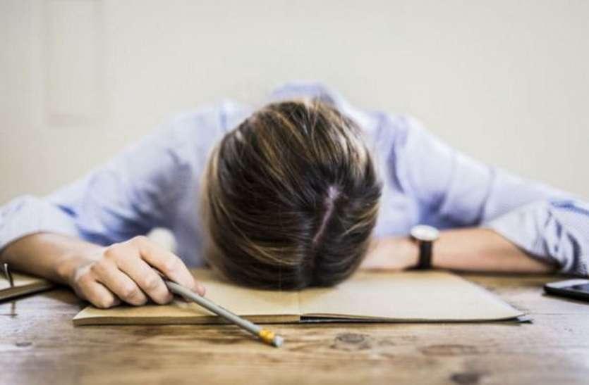 हर समय रहती है थकान, कहीं आप आयरन और कैल्श्यिम की कमी के नहीं हो गए शिकार