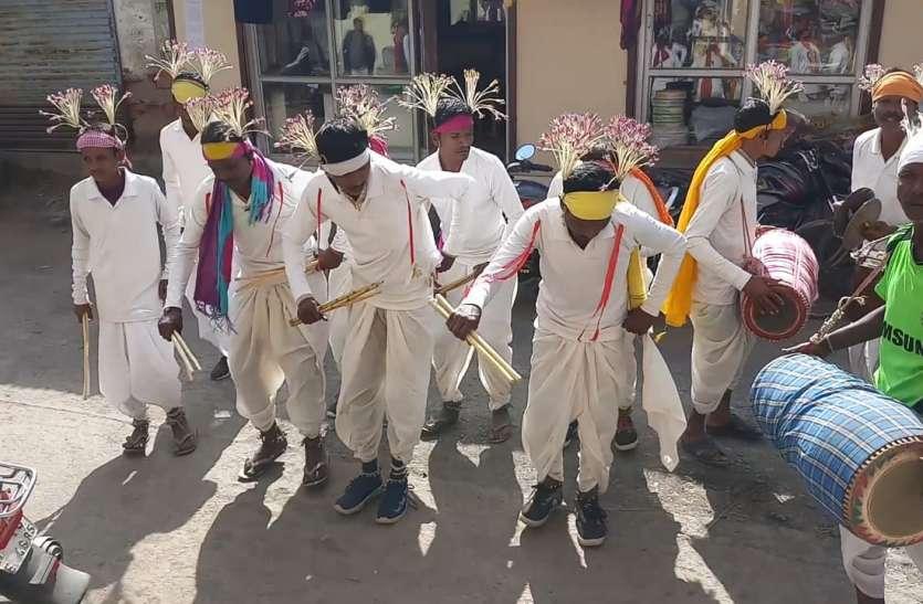 शैला नृत्य से आदिवासी समुदाय ने छेरछेरा पर्व का मनाया जश्न, ढोलक की थाप पर थिरके पांव