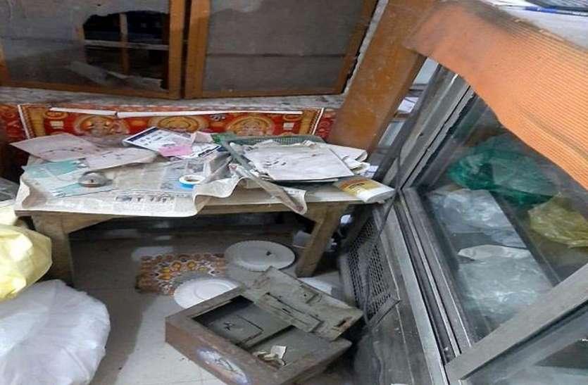दुकानदार पड़ोस में पानी भरने गया तो पीछे गल्ले से 35 हजार चोरी