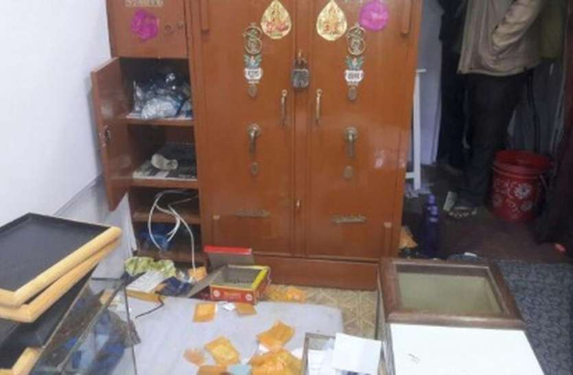 ज्वैलरी दुकान में तोड़-फोड़, अस्सी ग्राम सोना चोरी