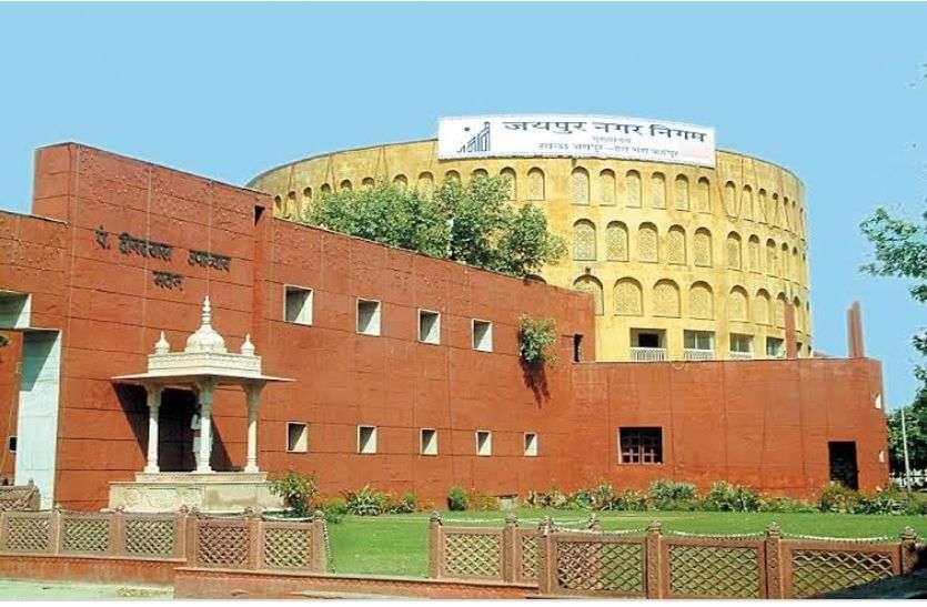 कार्मिक, लेखा और आयोजना शाखा में जाकर आयुक्त ने किया 325 पत्रावलियों का निस्तारण