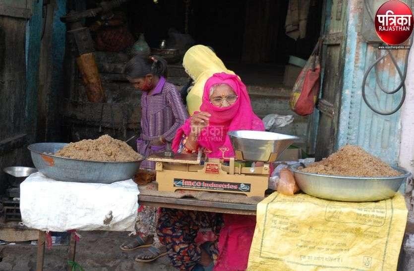 तिल के व्यंजनों से सजा बाजार, सेळी बनी पसंद