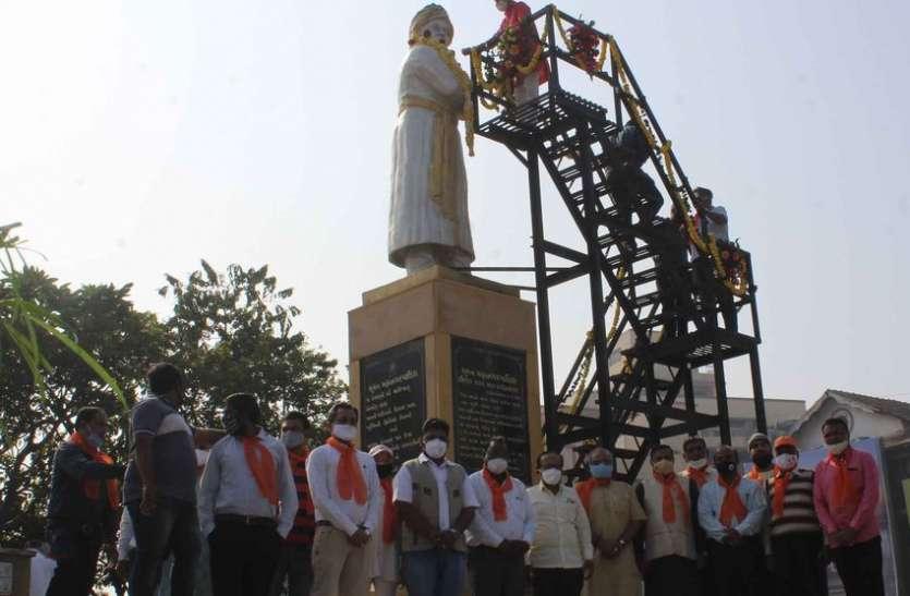 SURAT NEWS DAYRI: गौैशाला में की गौसेवा और मनाया राष्ट्रीय युवा दिवस