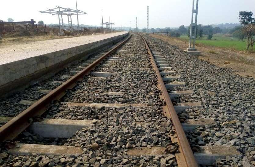 Railway: चार ट्रक में 100 टन प्याज लेकर पहुंचा व्यापारी, नहीं आई किसान रेल, यह थी वजह
