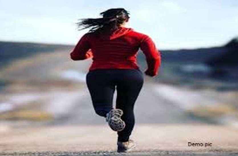 OMG : जॉगिंग कर रही युवतियों के सामने पेंट उतारा, फिर युवक ने किया कुछ ऐसा.....