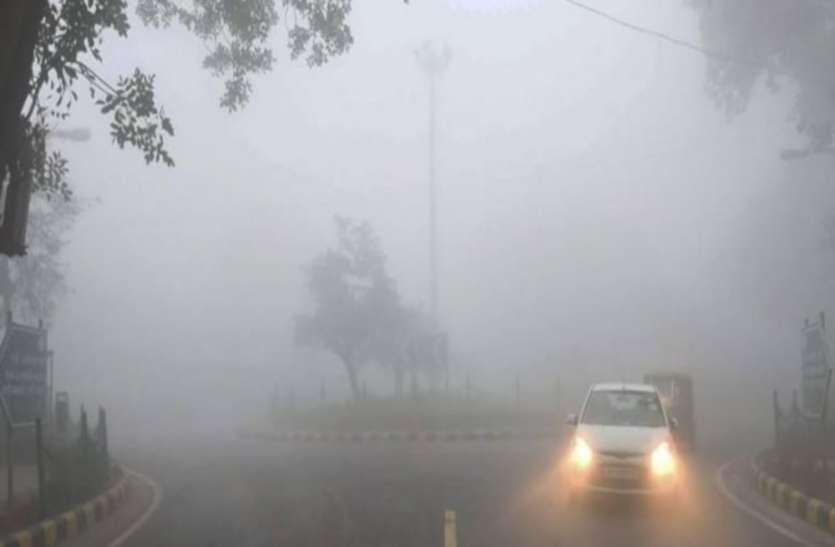 UP Top News : समूची यूपी में कड़ाके की ठंड, शीतलहर से सड़कें सूनी पड़ीं