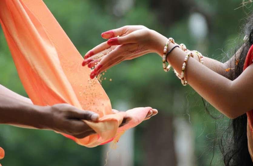Makar Sankranti 2021: मकर संक्रांति पर जरूर करें इन चीजों का दान, बना सकता है आपको धनवान