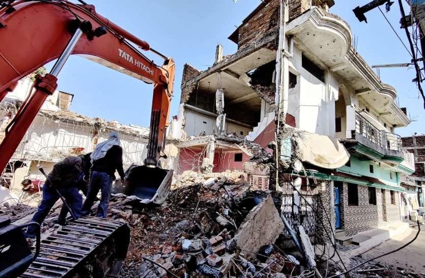 नशा माफिया की दुस्साहस तो देखिए... सरकारी जमीन पर बना लिया आलीशान भवन