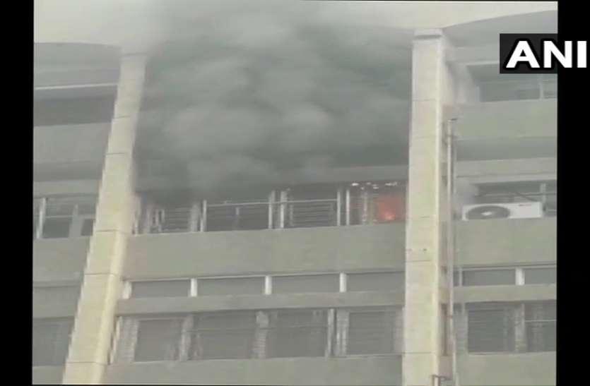 दिल्ली: सफदरजंग अस्पताल के नर्सिंग रूम में लगी आग, शाॅर्ट सर्किट बना कारण