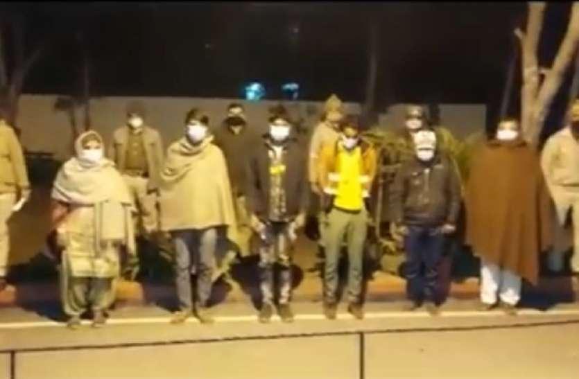 हनीट्रैप में फंसाकर रुपये ऐंठने वाली दो महिलाओं समेत सात गिरफ्तार