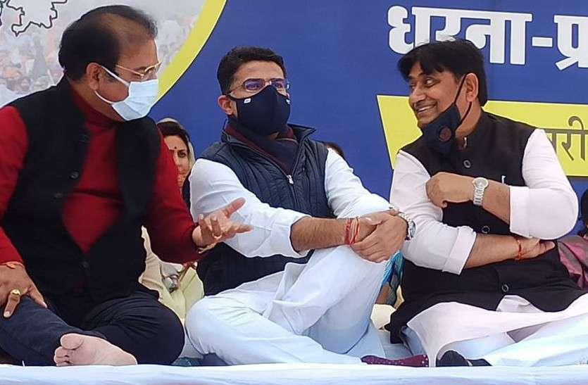 कृषि कानूनों के विरोध में सड़क पर उतरी कांग्रेस, सिविल लाइंस फाटक पर धरना-प्रदर्शन