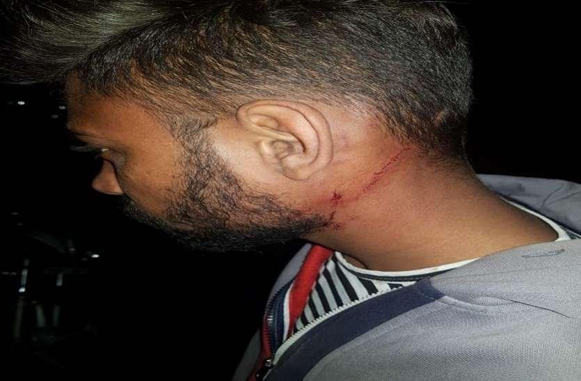 दो बदमाश बाइक पर आए और किशोर पर किया चाकू से हमला