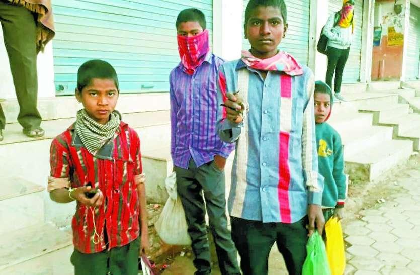 राजस्थान में यहां है अनूठी परंपरा, चिडि़या को सुबह पकड़ते हैं आदिवासी युवक, शाम को करते हैं आजाद