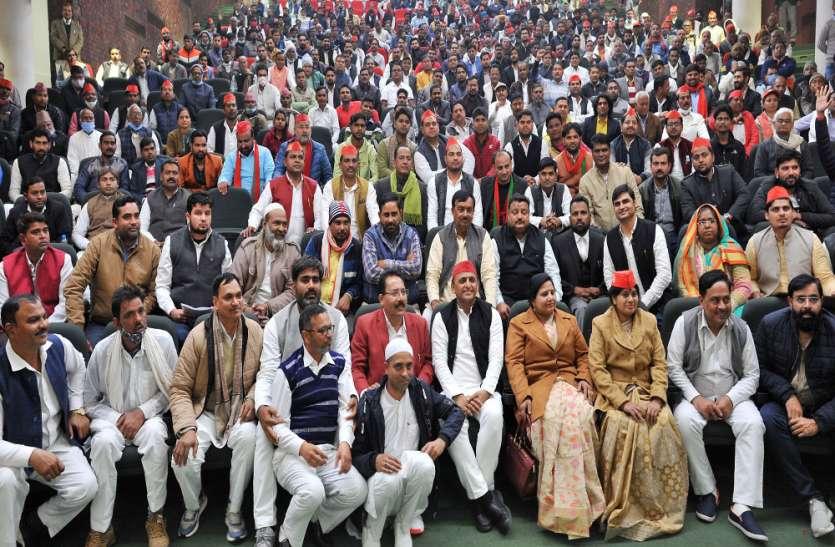 बीएसपी व बीजेपी के कई वरिष्ठ नेताओं ने समाजपार्टीमें हुए शामिल ,पढ़िए पूरी खबर